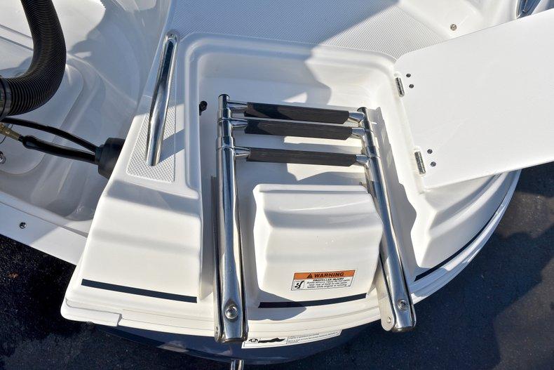 Thumbnail 8 for New 2018 Hurricane 203 SunDeck Sport OB boat for sale in Fort Lauderdale, FL