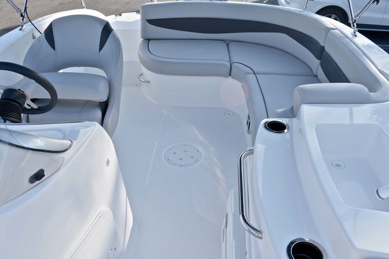 Thumbnail 12 for New 2018 Hurricane 203 SunDeck Sport OB boat for sale in Fort Lauderdale, FL
