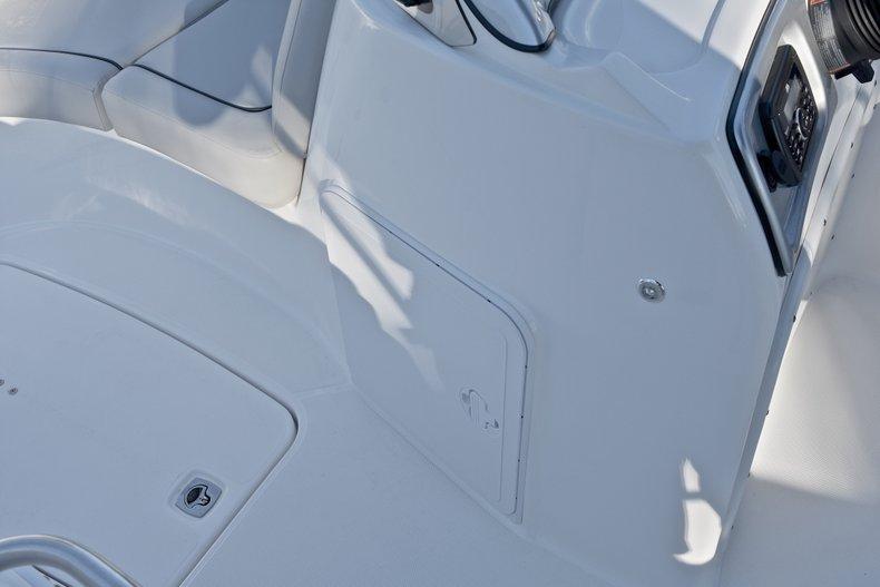 Thumbnail 36 for New 2018 Hurricane 203 SunDeck Sport OB boat for sale in Fort Lauderdale, FL