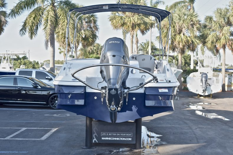 Thumbnail 6 for New 2018 Hurricane 203 SunDeck Sport OB boat for sale in West Palm Beach, FL