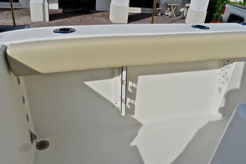 Thumbnail 17 for New 2018 Cobia 220 Center Console boat for sale in Fort Lauderdale, FL