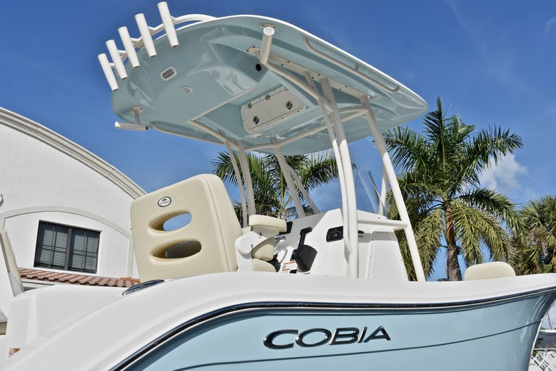 Thumbnail 8 for New 2018 Cobia 220 Center Console boat for sale in Fort Lauderdale, FL