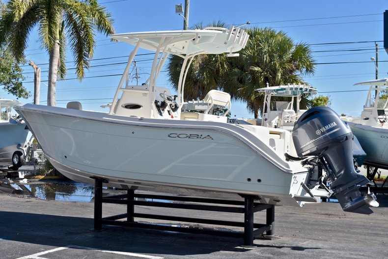 Thumbnail 4 for New 2018 Cobia 220 Center Console boat for sale in Fort Lauderdale, FL