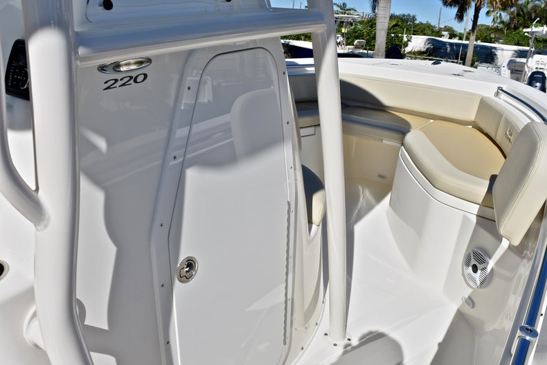Thumbnail 35 for New 2018 Cobia 220 Center Console boat for sale in Fort Lauderdale, FL