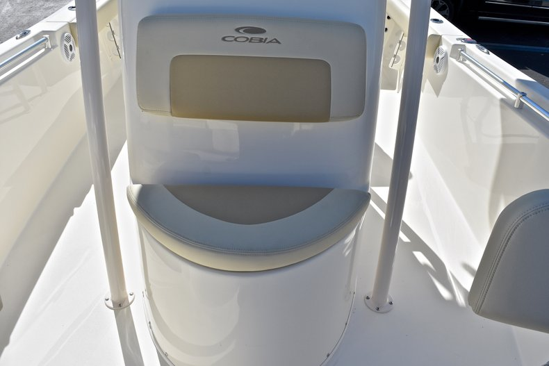 Thumbnail 39 for New 2018 Cobia 220 Center Console boat for sale in Fort Lauderdale, FL