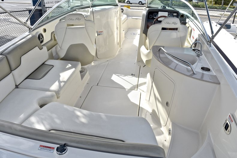 Thumbnail 15 for Used 2007 Sea Ray 260 Sundeck boat for sale in Fort Lauderdale, FL