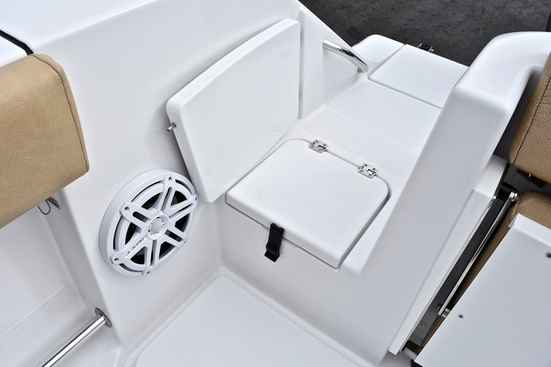 Thumbnail 12 for New 2018 Sportsman Open 312 Center Console boat for sale in Fort Lauderdale, FL