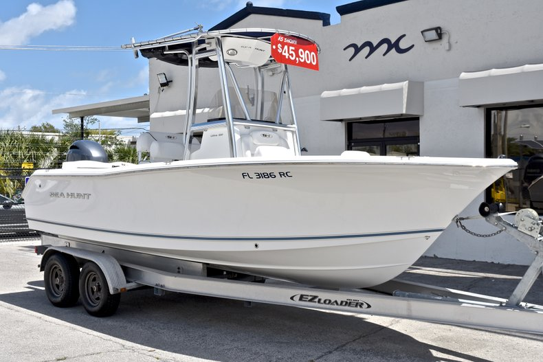 Thumbnail 1 for Used 2015 Sea Hunt 211 Ultra boat for sale in Fort Lauderdale, FL