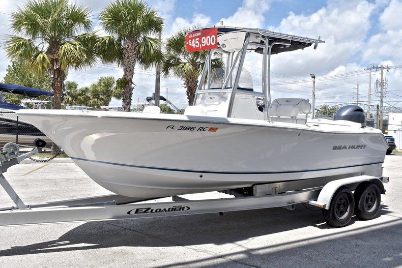 Thumbnail 3 for Used 2015 Sea Hunt 211 Ultra boat for sale in Fort Lauderdale, FL