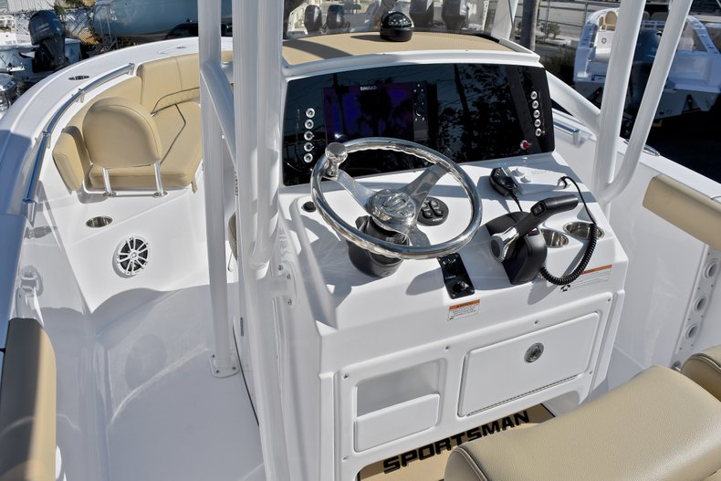 Thumbnail 29 for New 2018 Sportsman Open 232 Center Console boat for sale in Fort Lauderdale, FL