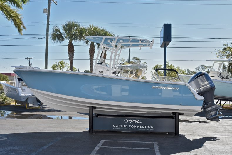 Thumbnail 4 for New 2018 Sportsman Open 232 Center Console boat for sale in Fort Lauderdale, FL