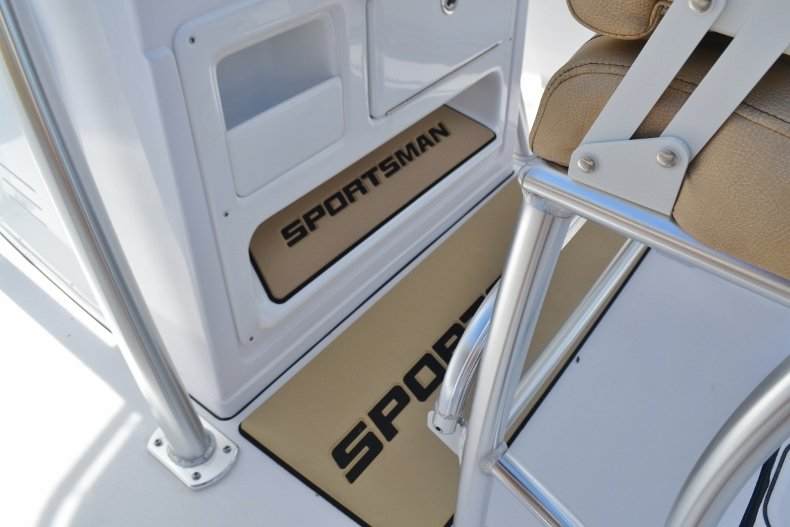 Thumbnail 23 for New 2019 Sportsman Open 212 Center Console boat for sale in Fort Lauderdale, FL