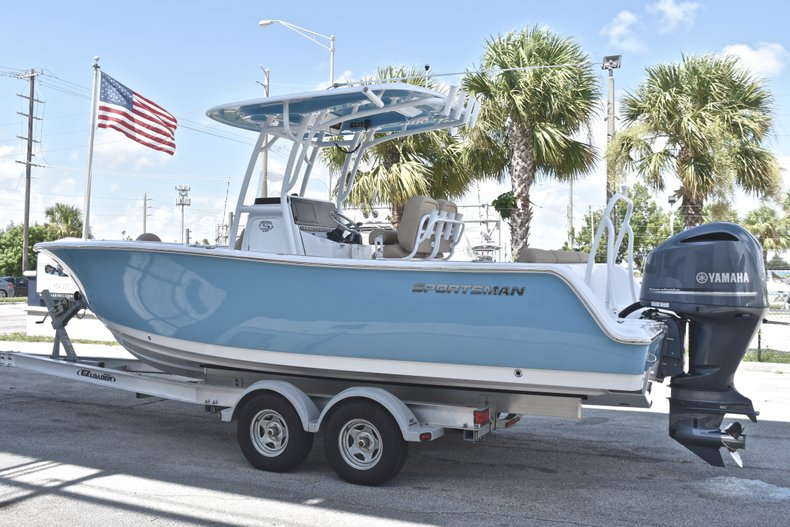 Thumbnail 5 for New 2019 Sportsman Heritage 241 Center Console boat for sale in Fort Lauderdale, FL
