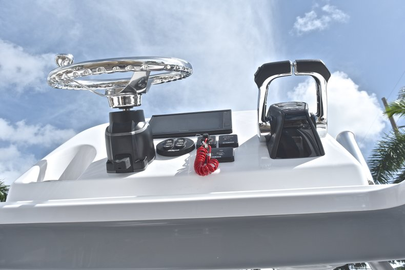 Thumbnail 40 for New 2019 Sportsman Open 252 Center Console boat for sale in Fort Lauderdale, FL