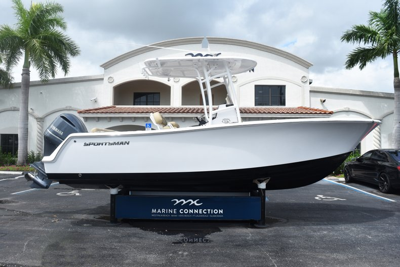 Thumbnail 0 for New 2019 Sportsman Heritage 231 Center Console boat for sale in Fort Lauderdale, FL