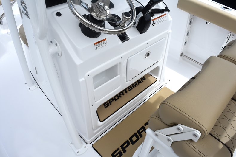 Thumbnail 38 for New 2019 Sportsman Heritage 231 Center Console boat for sale in Fort Lauderdale, FL