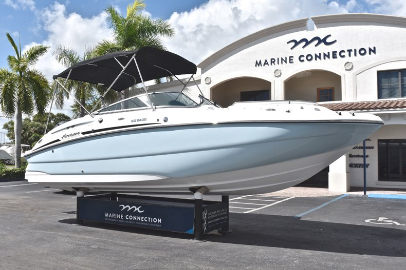 Thumbnail 1 for New 2019 Hurricane SunDeck SD 2400 OB boat for sale in Fort Lauderdale, FL