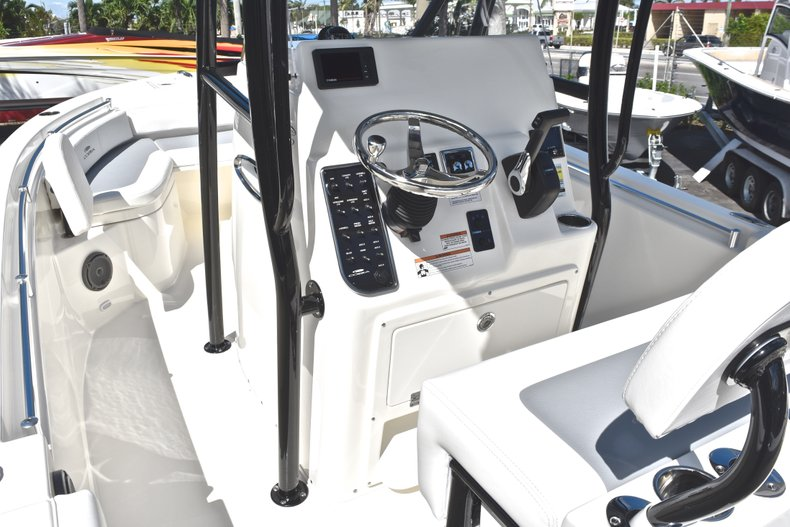 Thumbnail 21 for New 2019 Cobia 220 Center Console boat for sale in Fort Lauderdale, FL