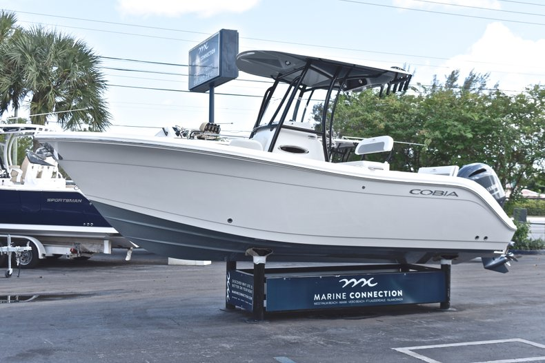 Thumbnail 3 for New 2019 Cobia 220 Center Console boat for sale in Fort Lauderdale, FL