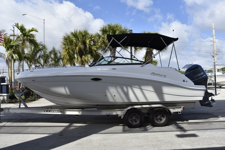 Thumbnail 4 for New 2019 Hurricane SunDeck SD 2486 OB boat for sale in Fort Lauderdale, FL