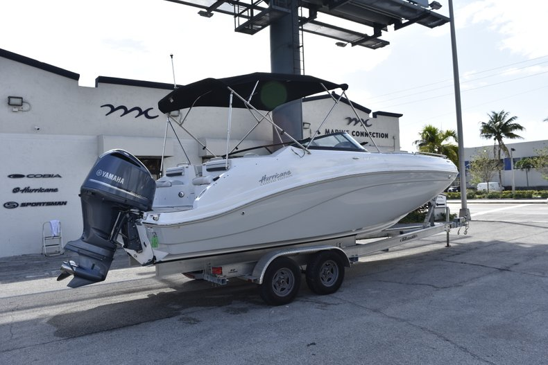 Thumbnail 7 for New 2019 Hurricane SunDeck SD 2486 OB boat for sale in Fort Lauderdale, FL