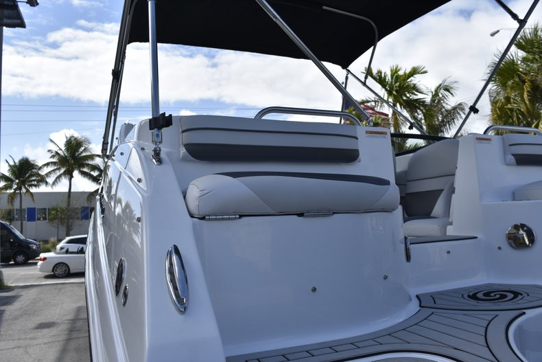 Thumbnail 14 for New 2019 Hurricane SunDeck SD 2486 OB boat for sale in Fort Lauderdale, FL