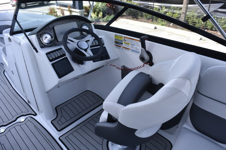 Thumbnail 32 for New 2019 Hurricane SunDeck SD 2486 OB boat for sale in Fort Lauderdale, FL