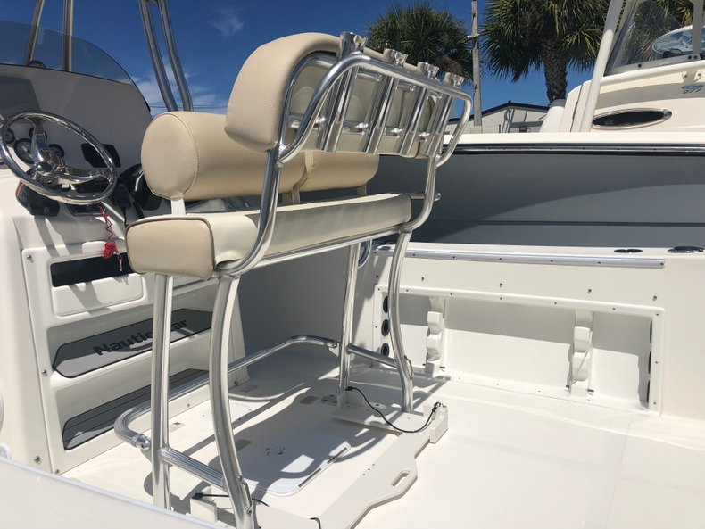 Thumbnail 1 for Used 2018 NauticStar 22XS boat for sale in Fort Lauderdale, FL