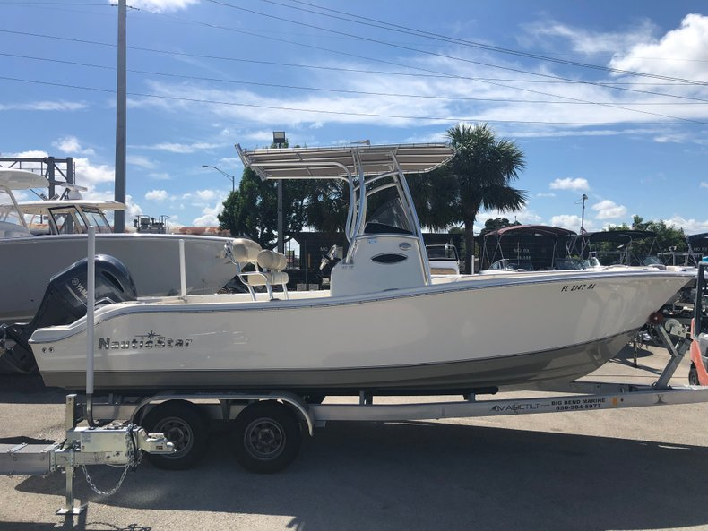 Thumbnail 10 for Used 2018 NauticStar 22XS boat for sale in Fort Lauderdale, FL