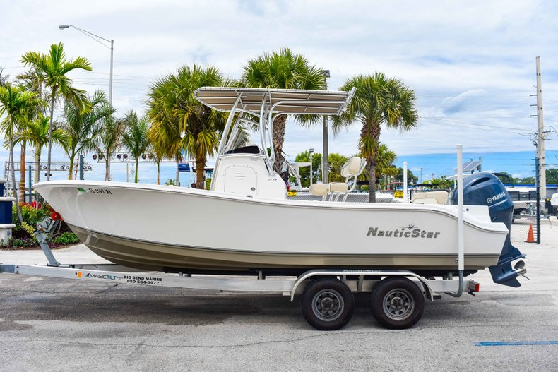 Thumbnail 4 for Used 2018 NauticStar 22XS boat for sale in Fort Lauderdale, FL