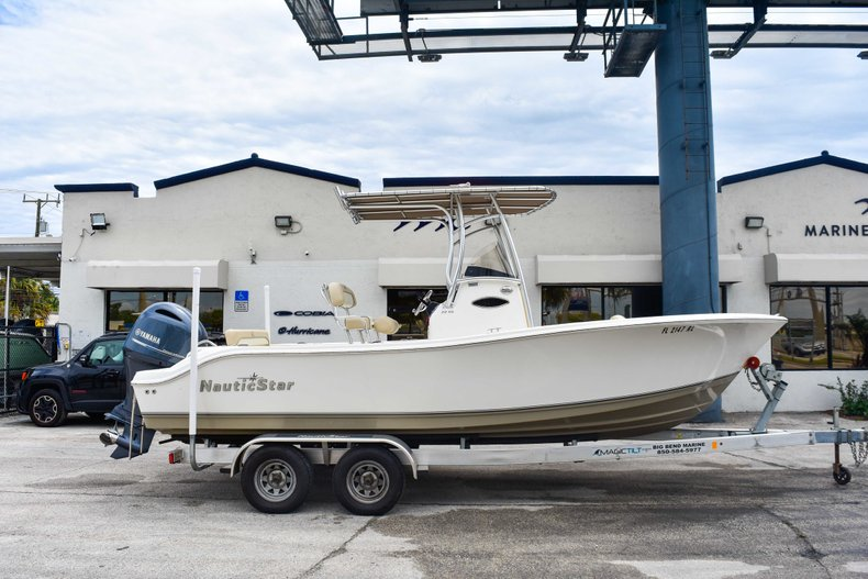 Thumbnail 0 for Used 2018 NauticStar 22XS boat for sale in Fort Lauderdale, FL