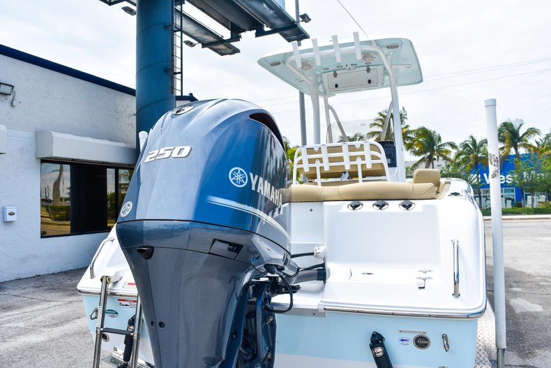 Thumbnail 8 for Used 2018 Sea Hunt 234 Ultra boat for sale in Fort Lauderdale, FL