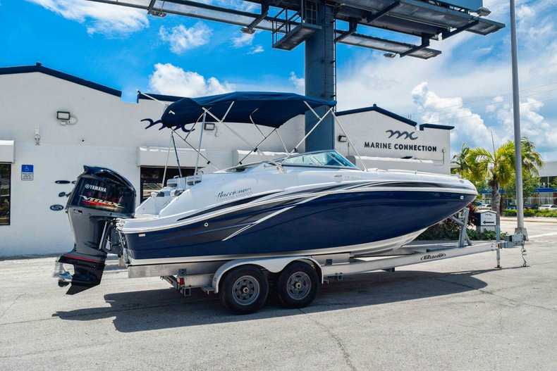 Thumbnail 7 for New 2019 Hurricane SunDeck SD 2486 OB boat for sale in Fort Lauderdale, FL