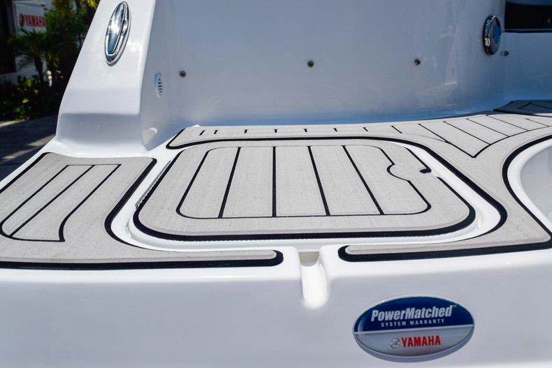 Thumbnail 12 for New 2019 Hurricane SunDeck SD 2486 OB boat for sale in Fort Lauderdale, FL