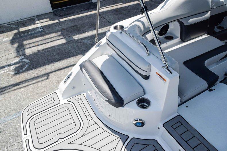 Thumbnail 14 for New 2019 Hurricane SunDeck SD 2486 OB boat for sale in Fort Lauderdale, FL