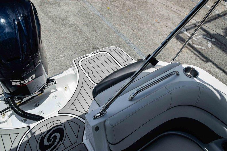 Thumbnail 20 for New 2019 Hurricane SunDeck SD 2486 OB boat for sale in Fort Lauderdale, FL