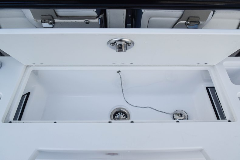 Thumbnail 26 for New 2019 Blackfin 272CC Center Console boat for sale in Fort Lauderdale, FL