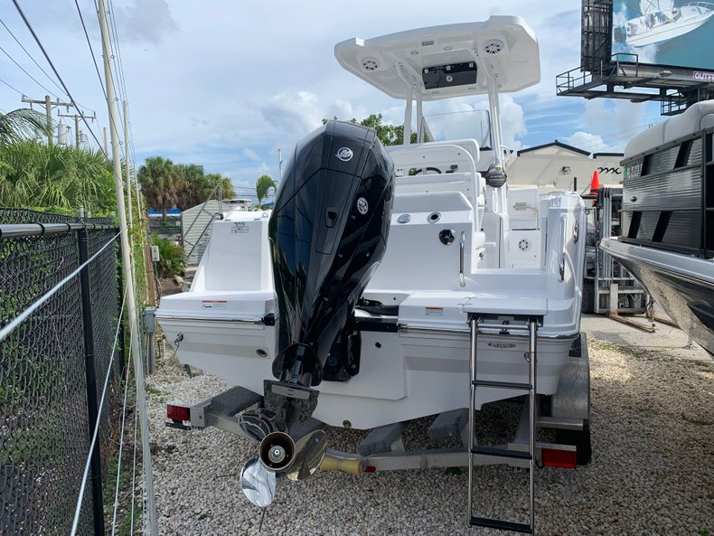 Thumbnail 2 for New 2020 Blackfin 212CC Center Console boat for sale in Fort Lauderdale, FL