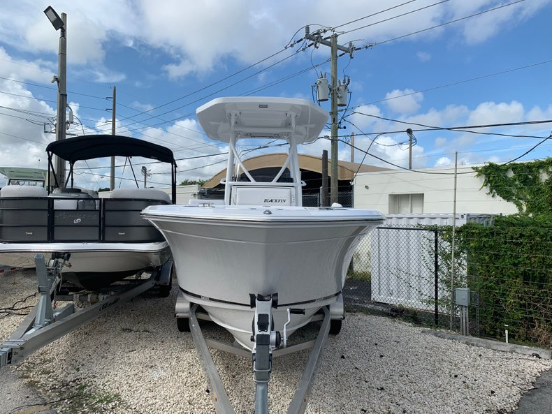 Thumbnail 1 for New 2020 Blackfin 212CC Center Console boat for sale in Fort Lauderdale, FL