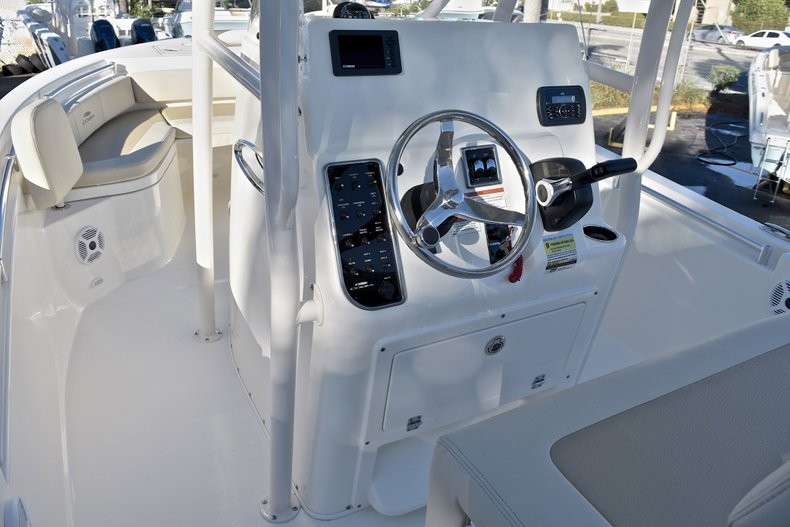 Thumbnail 19 for New 2018 Cobia 220 Center Console boat for sale in Islamorada, FL