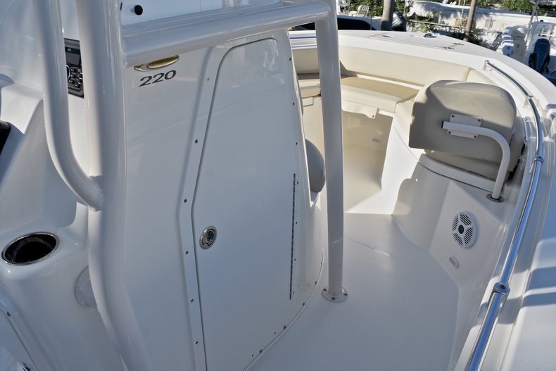Thumbnail 27 for New 2018 Cobia 220 Center Console boat for sale in Islamorada, FL