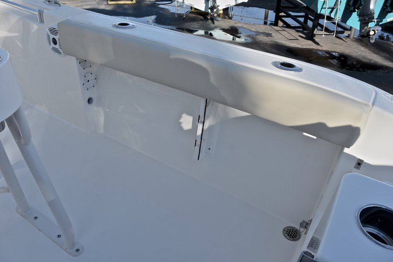 Thumbnail 11 for New 2018 Cobia 220 Center Console boat for sale in Islamorada, FL