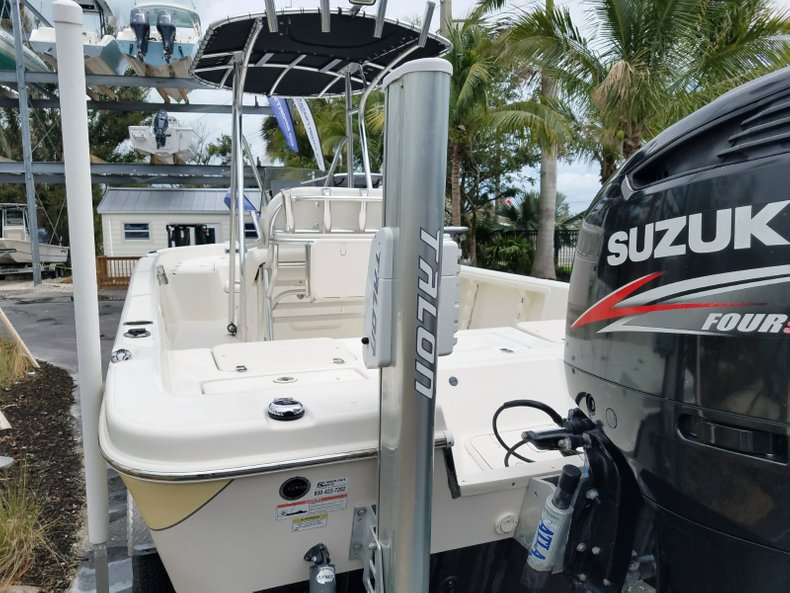 Thumbnail 4 for Used 2013 Sea Chaser 25 LX Bayrunner boat for sale in Islamorada, FL
