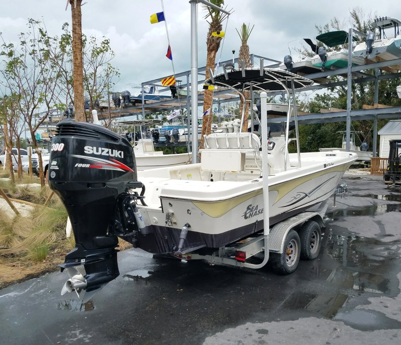 Thumbnail 2 for Used 2013 Sea Chaser 25 LX Bayrunner boat for sale in Islamorada, FL