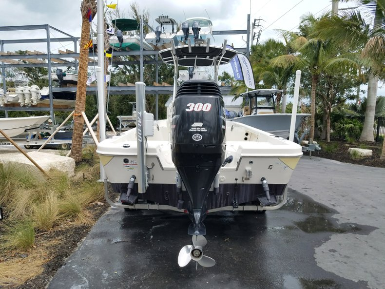 Thumbnail 3 for Used 2013 Sea Chaser 25 LX Bayrunner boat for sale in Islamorada, FL