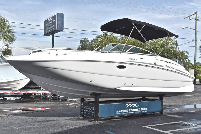 Thumbnail 3 for New 2018 Hurricane SunDeck SD 2400 OB boat for sale in Islamorada, FL