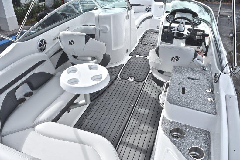 Thumbnail 15 for New 2018 Hurricane SunDeck SD 2400 OB boat for sale in Islamorada, FL