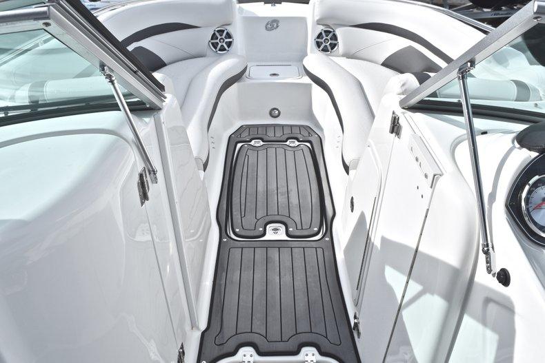 Thumbnail 41 for New 2018 Hurricane SunDeck SD 2400 OB boat for sale in Islamorada, FL