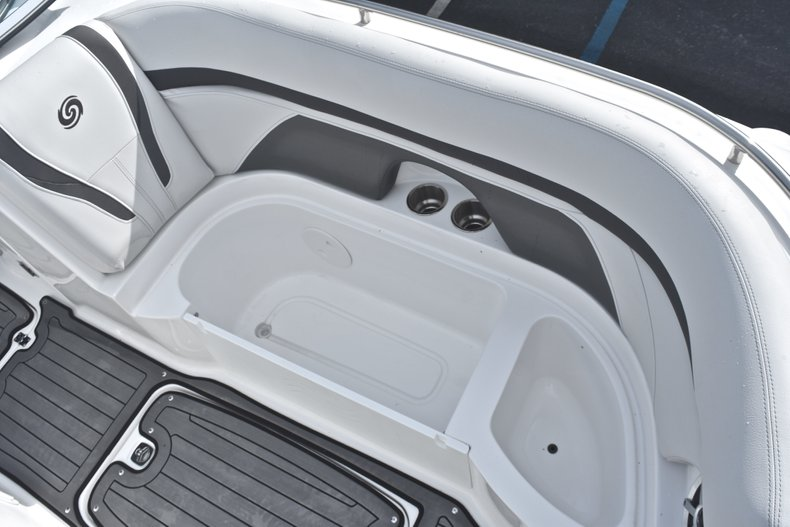 Thumbnail 49 for New 2018 Hurricane SunDeck SD 2400 OB boat for sale in Islamorada, FL