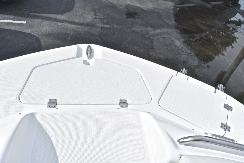 Thumbnail 52 for New 2018 Hurricane SunDeck SD 2400 OB boat for sale in Islamorada, FL